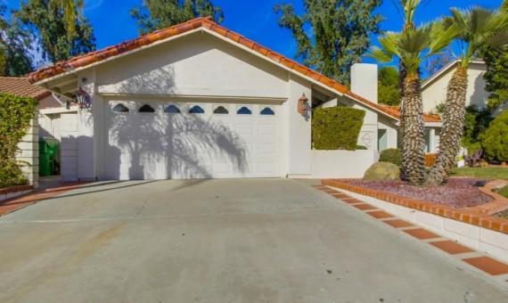 2504 Jacaranda Ave, Carlsbad, CA 92009